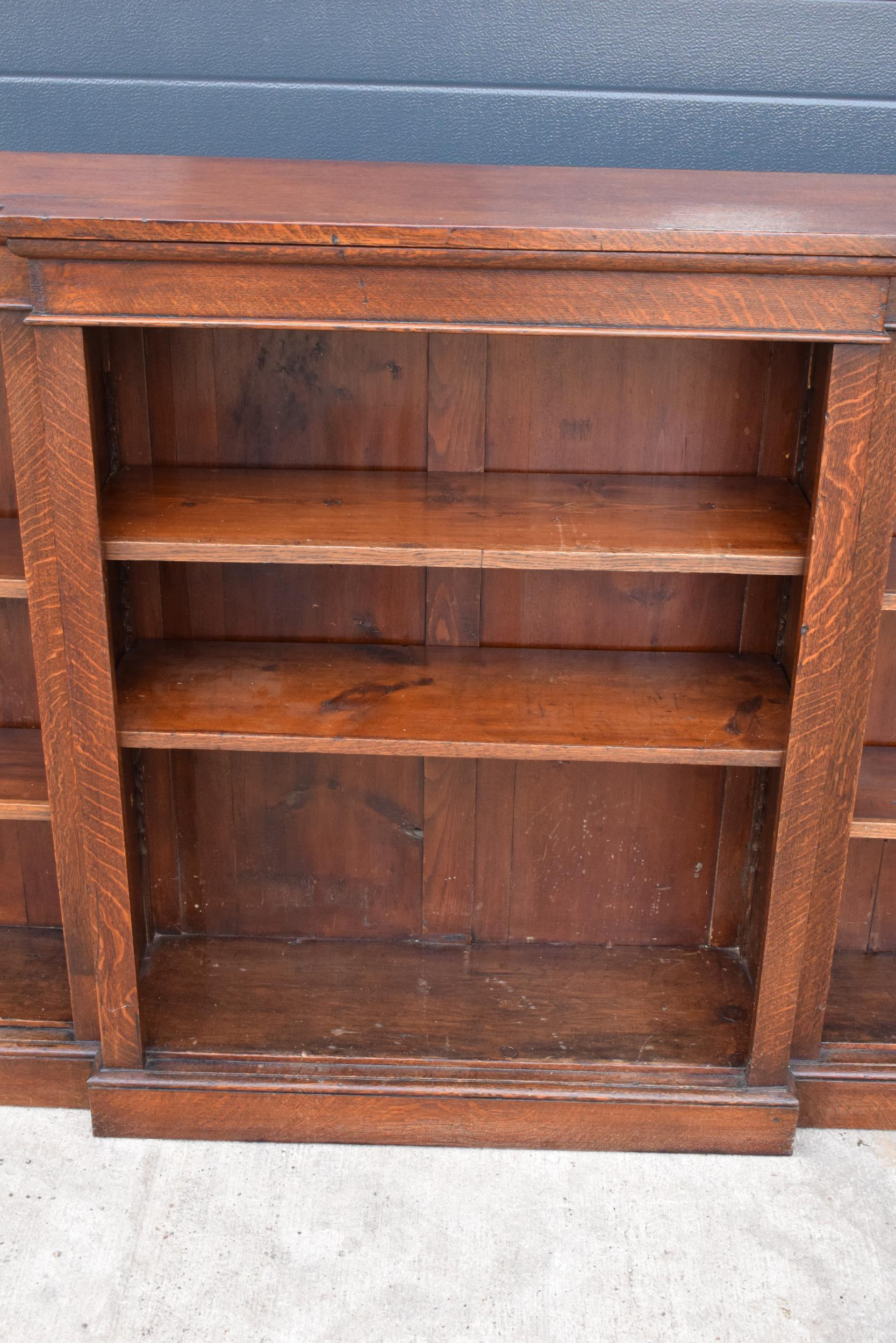 Edwardian breakfront bookcase with 3 sections and 6 adjustable shelves. 182 x 30 x 112cm. In good - Image 5 of 7