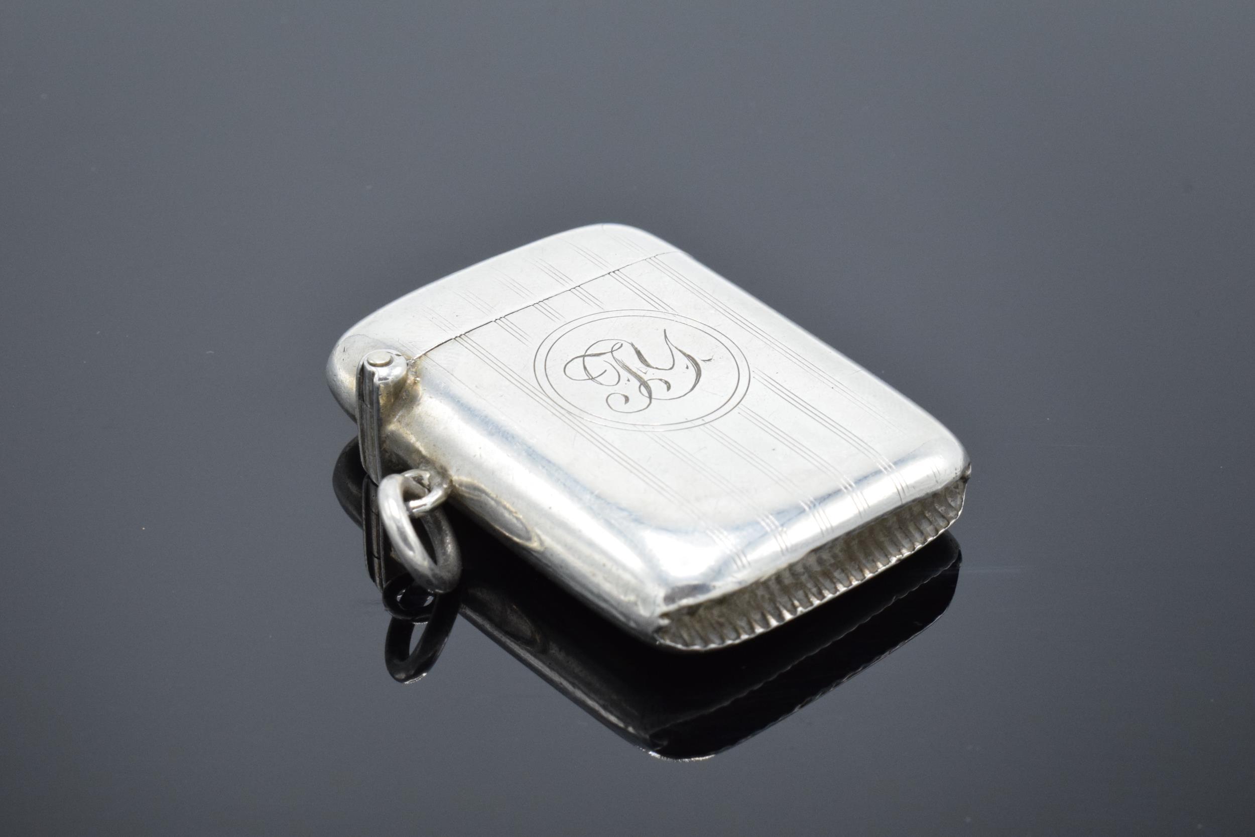 Silver vesta case hallmarked for Birmingham 1918. 26.0 grams.
