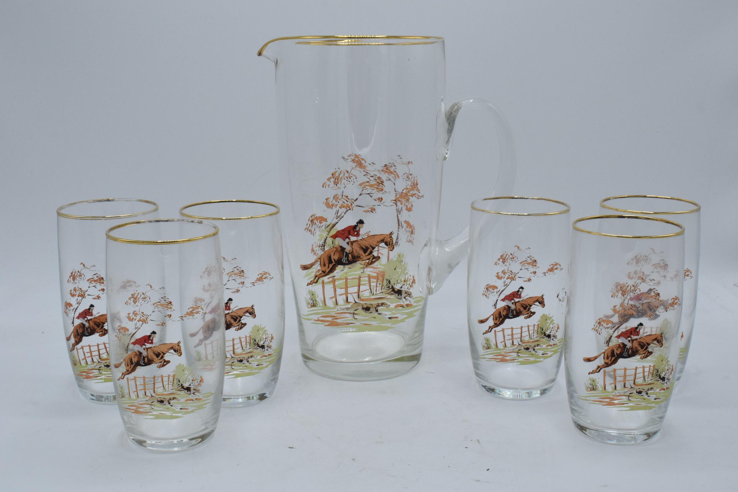 A glass water jug together with 6 glasses depicting traditional hunting scenes (7). In good