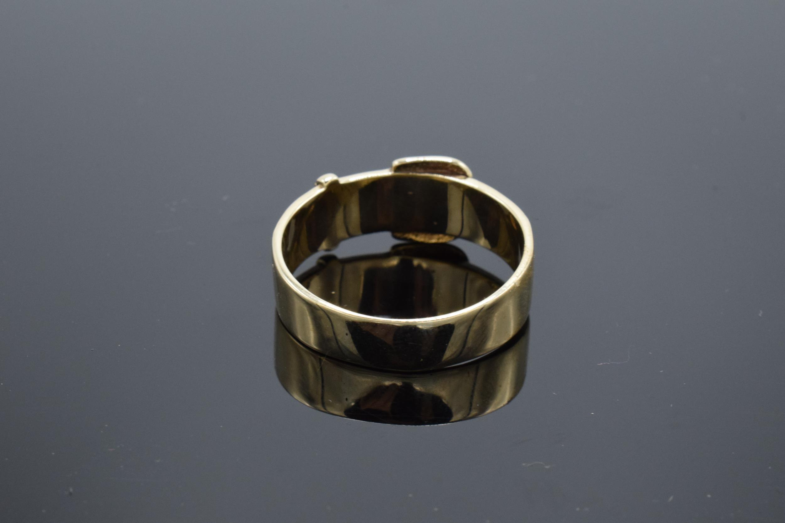A large Gentlemans 9ct gold ring in the form of a buckle. UK size Z+2. 6.2 grams. - Image 2 of 3