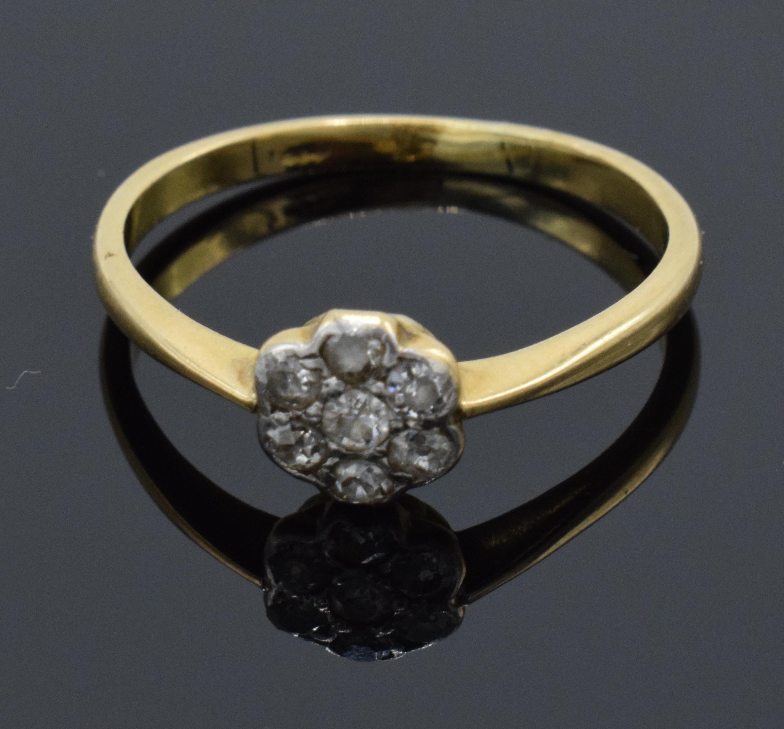 18ct gold daisy ring set with diamonds. UK size O. 2.1 grams. In good condition.