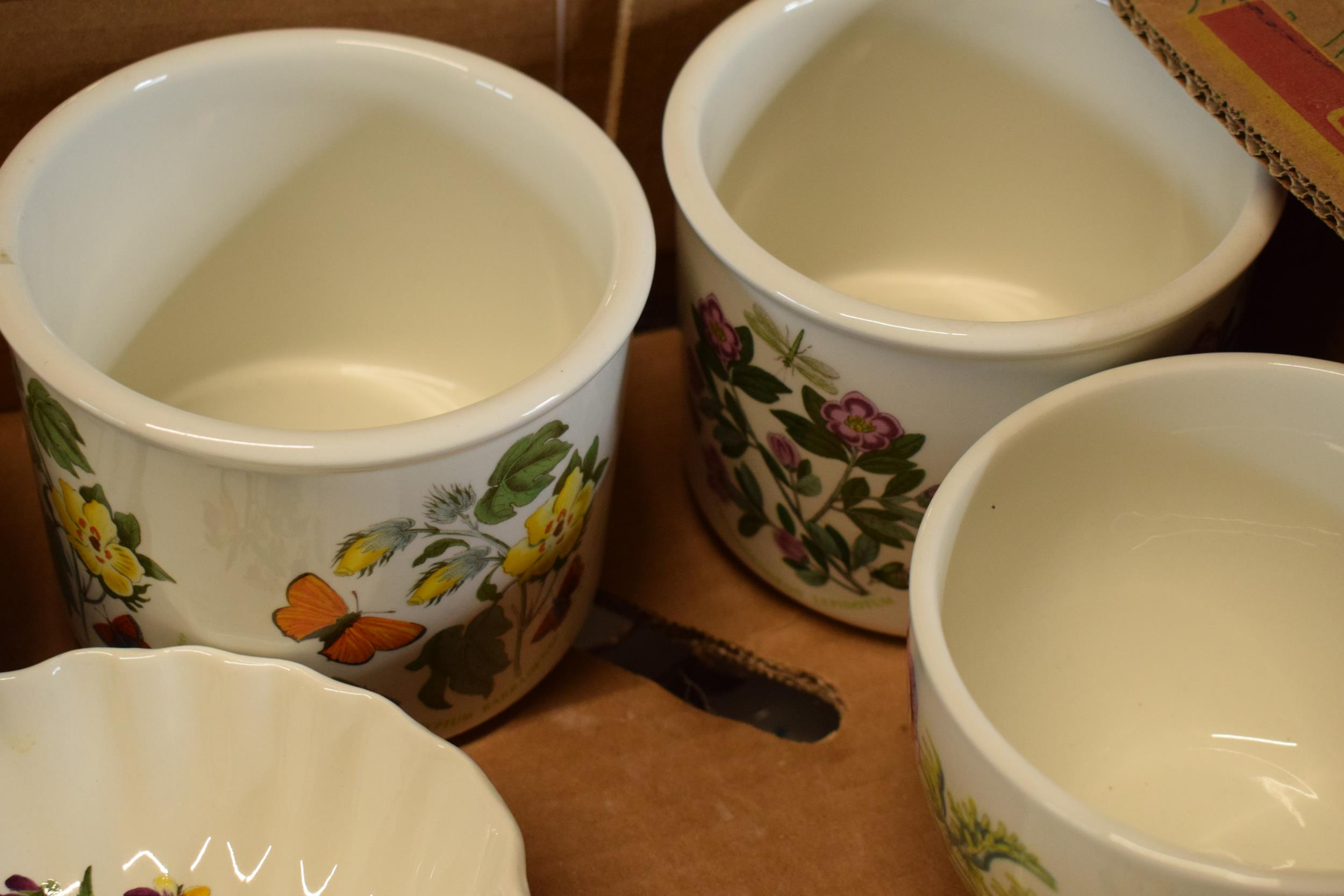 A collection of Portmeirion items mainly in the Botanic Garden design to include pots, planters, - Image 2 of 5