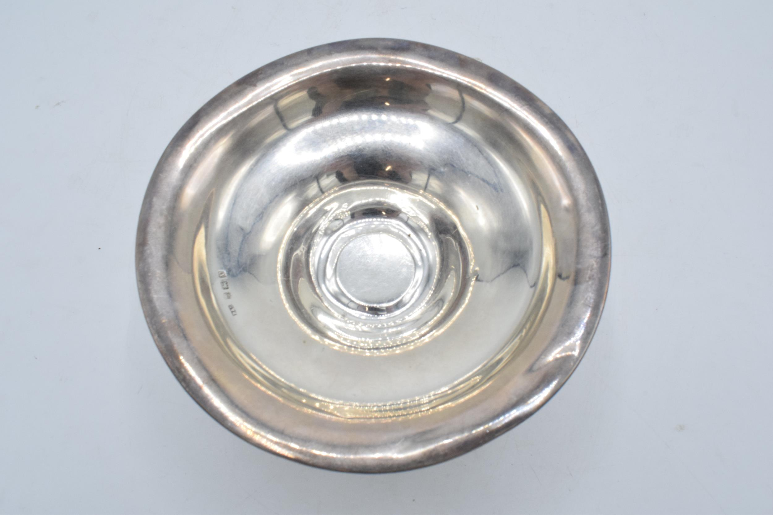 A loaded silver comport hallmarked for Birmingham 1920 or 1945. 14cm diameter. In good condition - Image 4 of 6