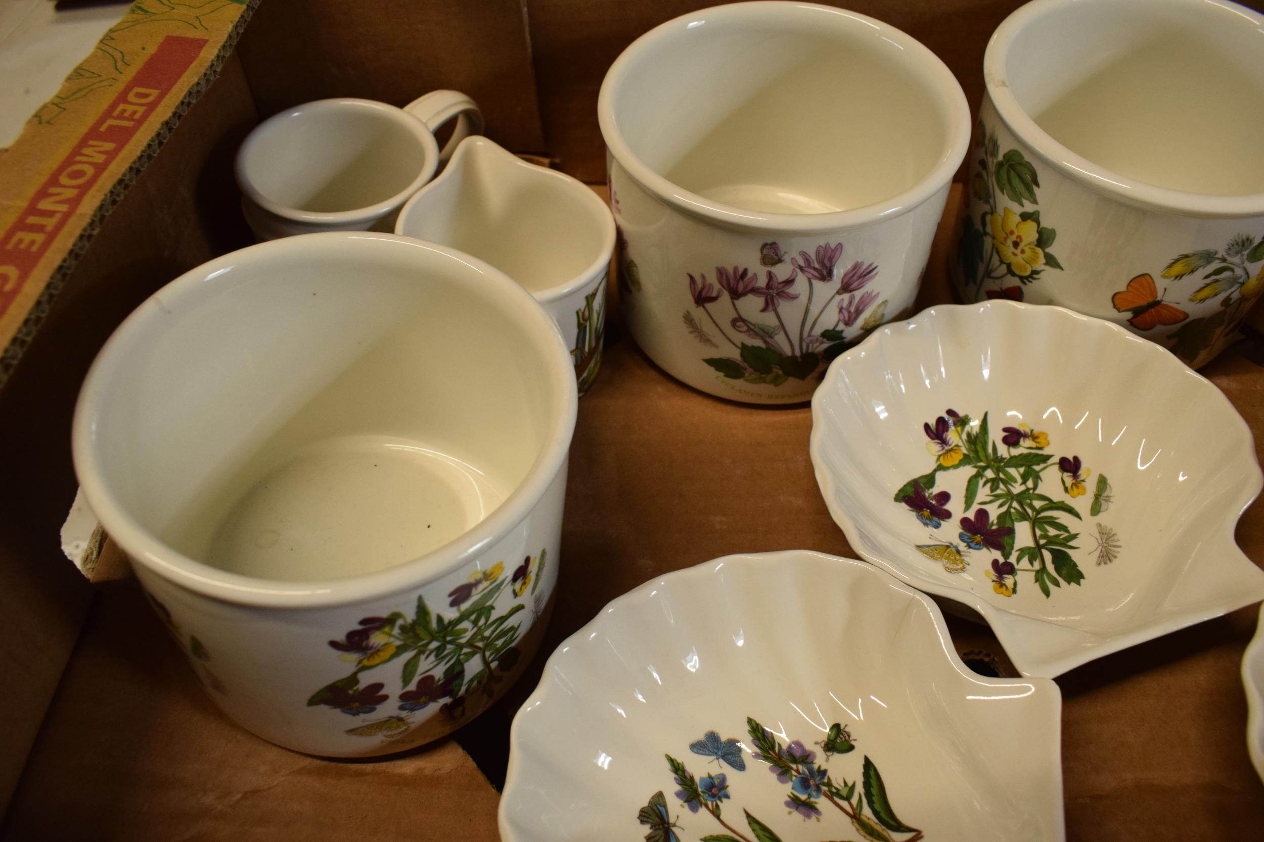 A collection of Portmeirion items mainly in the Botanic Garden design to include pots, planters, - Image 3 of 5