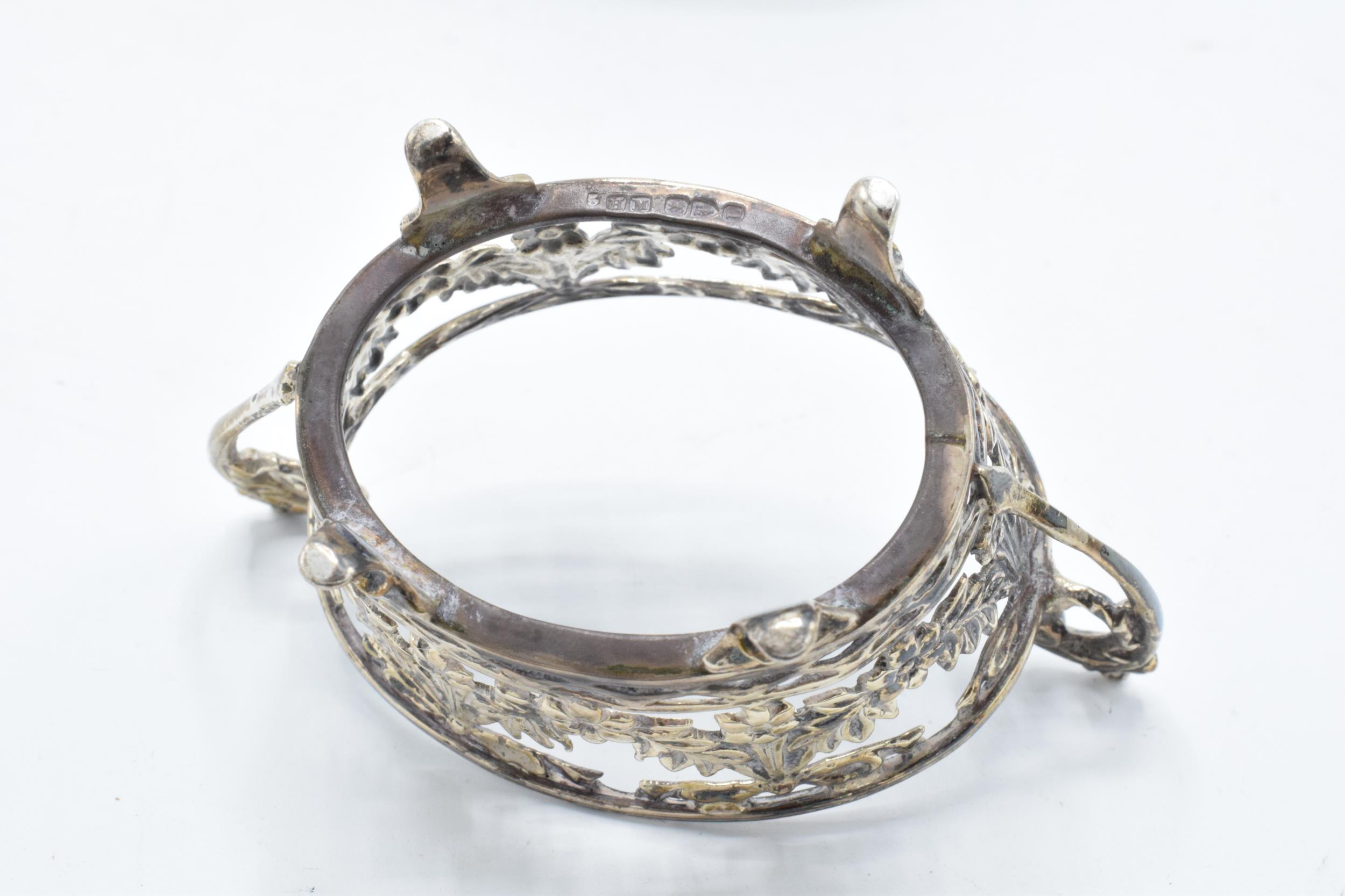 A pair of silver table salts with associated blue glass liners (2). Chester 1894. 101.3 grams of - Image 5 of 6