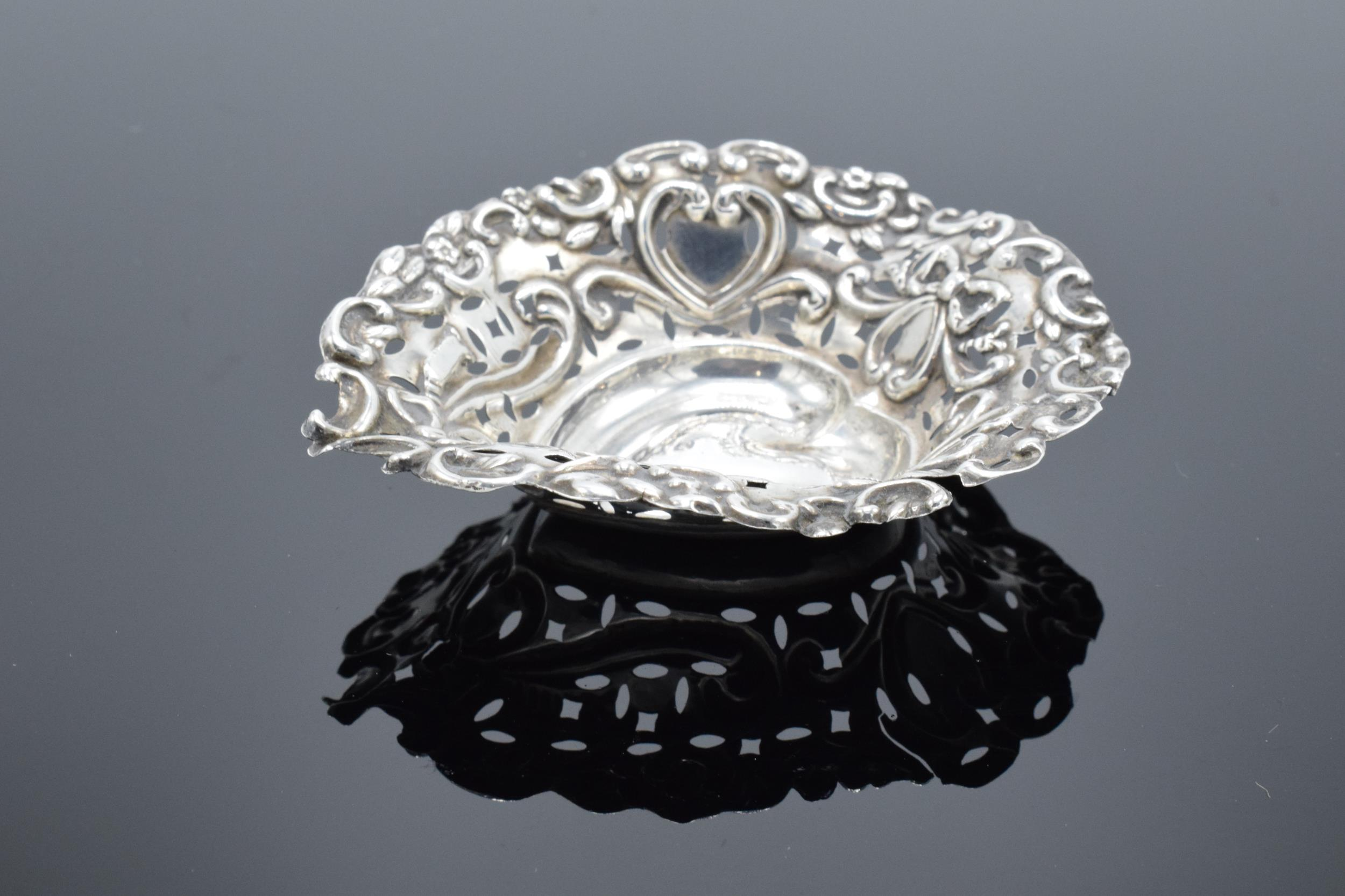 An ornate silver sweet dish/ small tray Birmingham 1900. 9cm by 7cm. 11.9 grams. - Image 3 of 6
