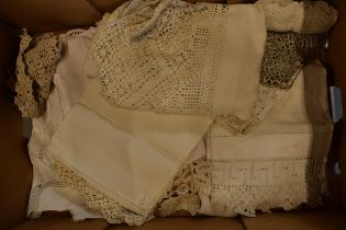 A collection of mainly 20th century linen to include various designs and sizes