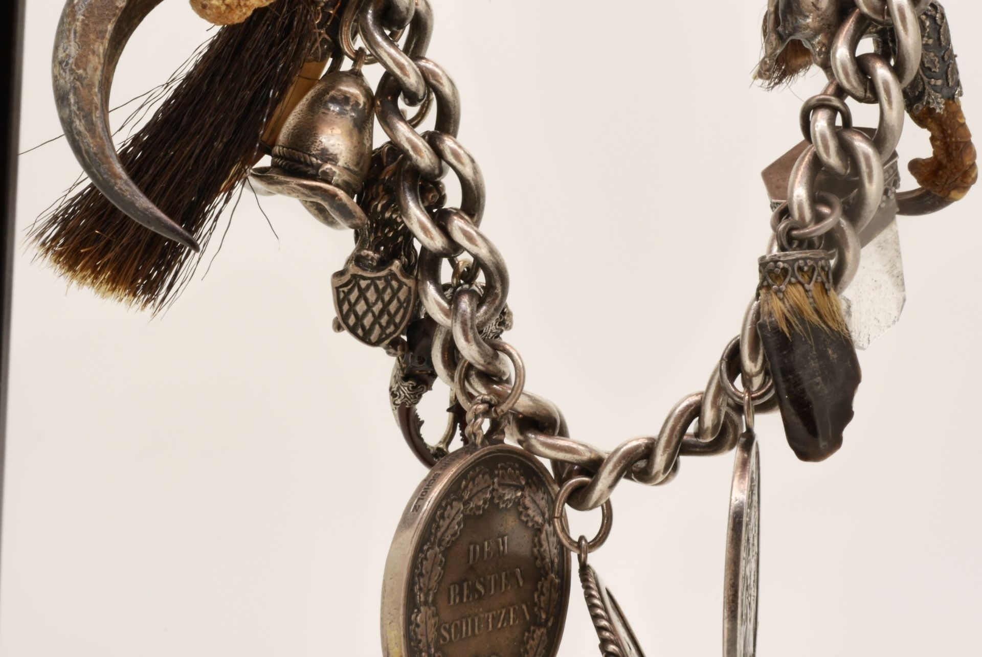 Tracht: Scharivari Silber 800, 835 und 925, 19 Anhänger, 323 Gramm - Bild 4 aus 4