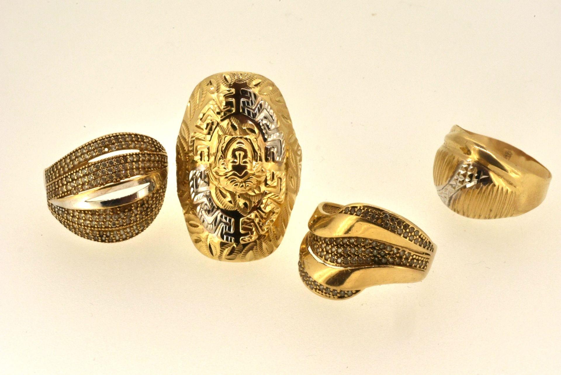 4 Ringe WG/GG 585, Zirkonia (fehlen z.T.), 11,35 Gramm