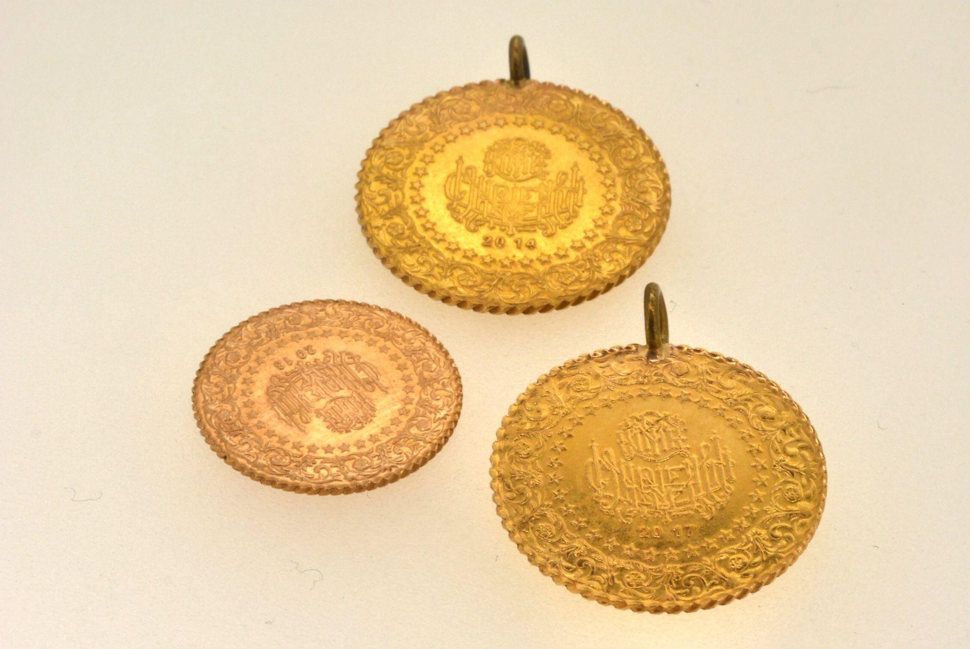 3 türkische Goldmünzen, Metallösen, 8,92 Gramm