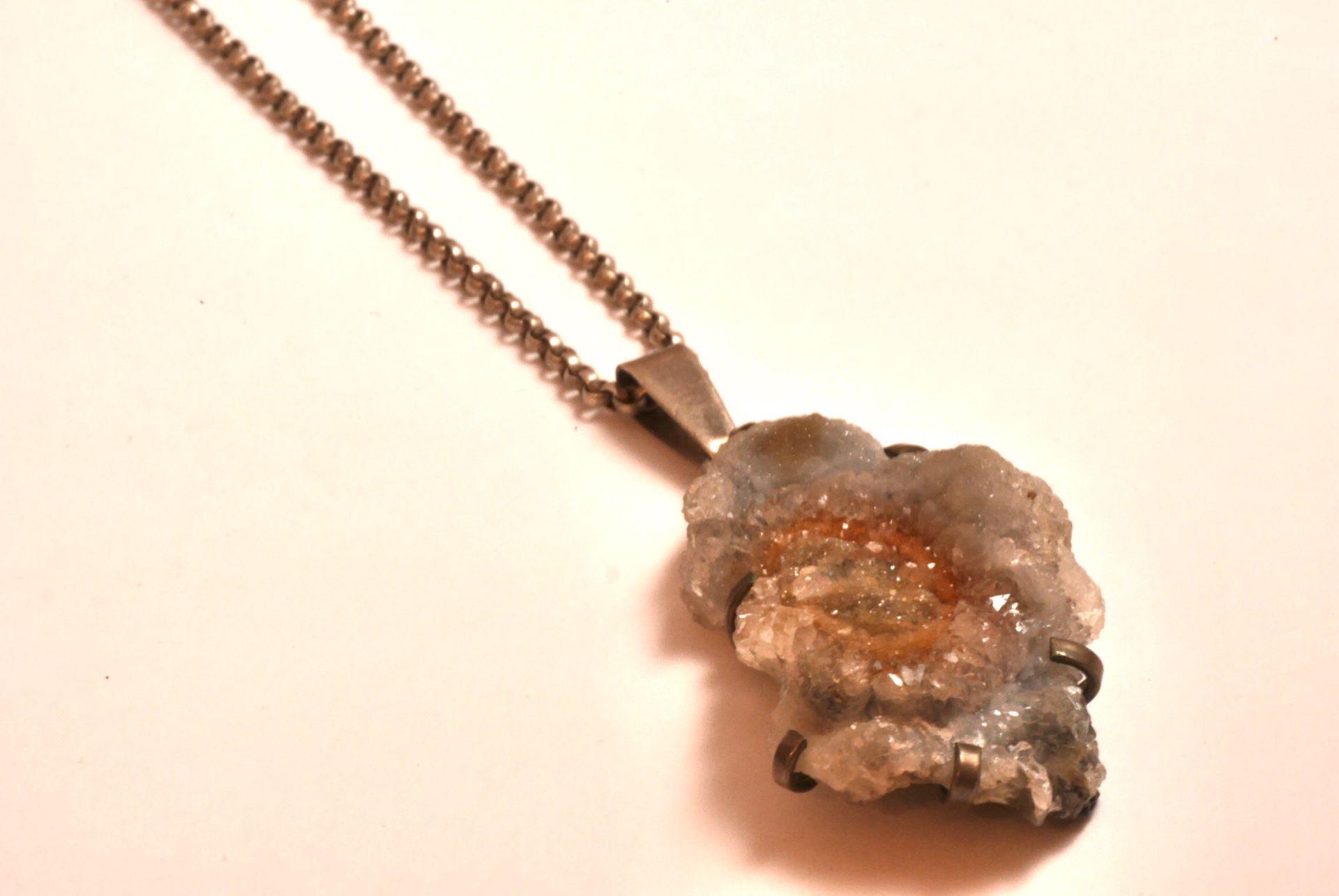 Tracht: Halskette Silber 835, mit Anhänger Gestein