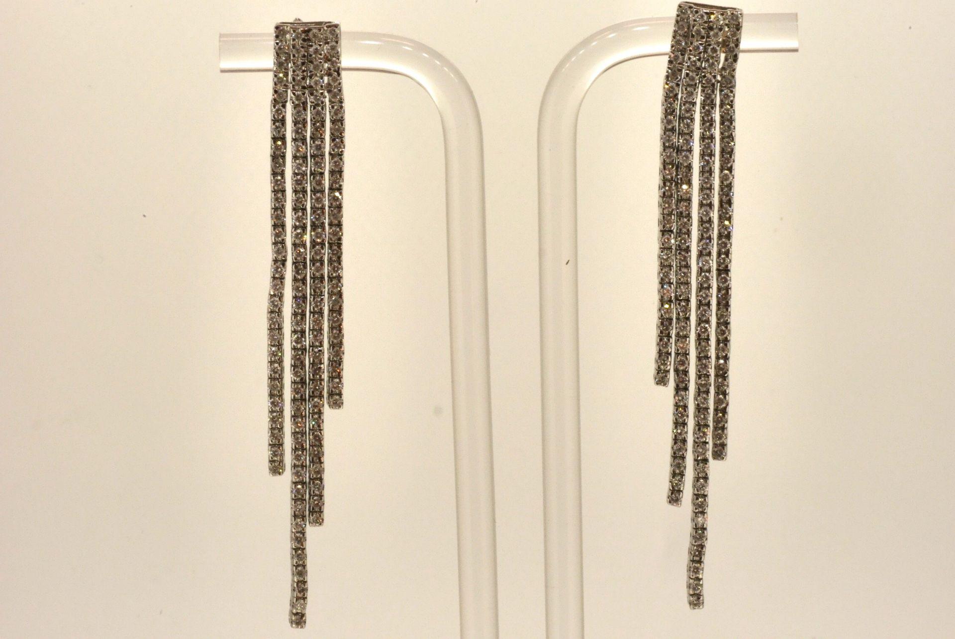 Ohrhänger WG 750, Diamanten ca. 4.00 ct, 7,5 cm lang