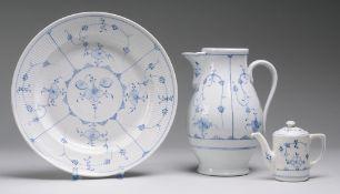 Konvolut Thüringer Porzellan mit Strohblumendekor
