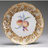 Prunkteller mit Früchtemalerei