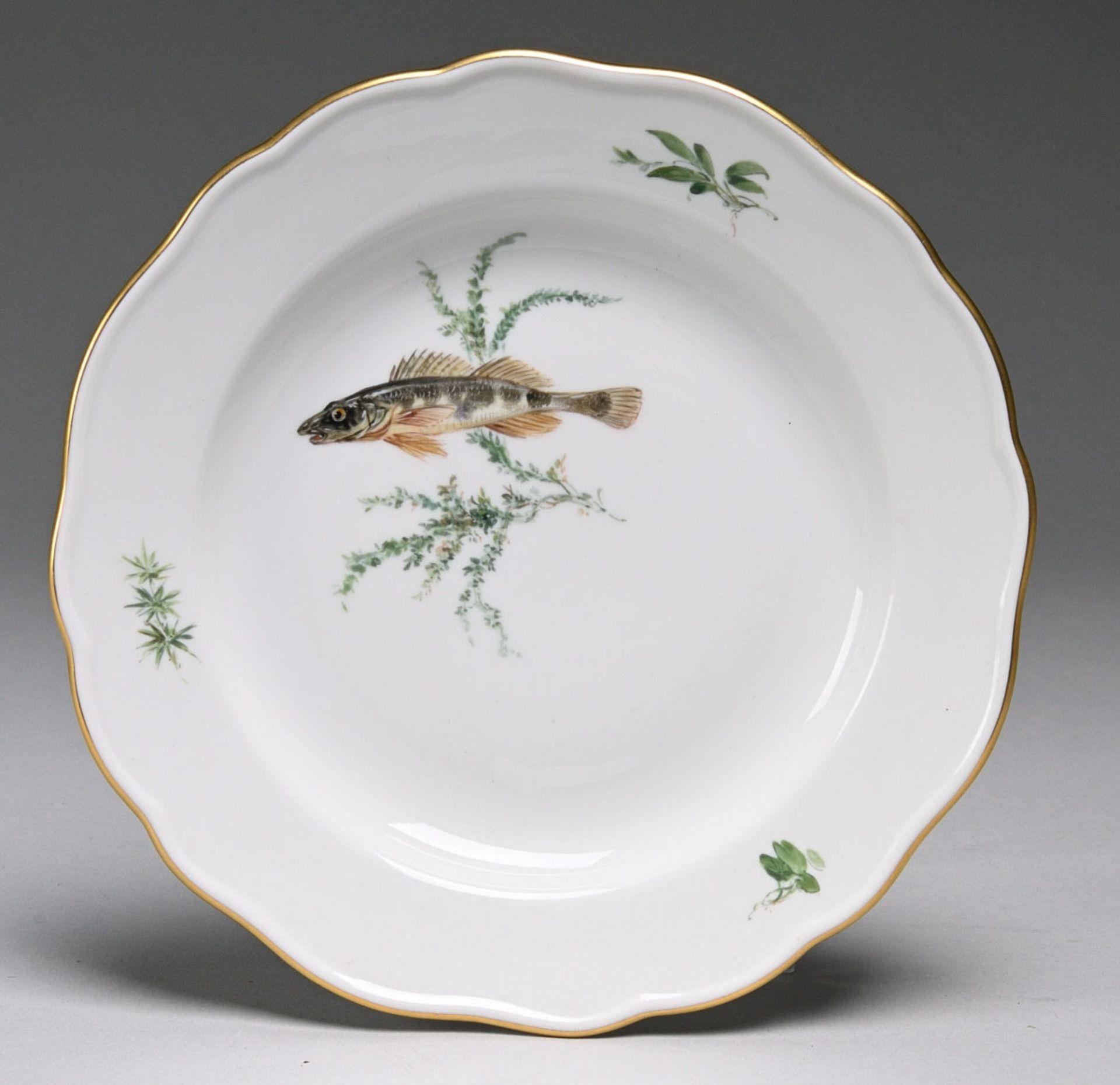 Teller mit Fischdekor