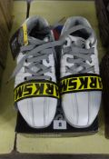 PAIR OF SIZE 6 WHITE WORK SHOES