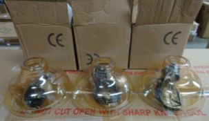 3 HANGING LIGHTS WITH GLASS SHADES