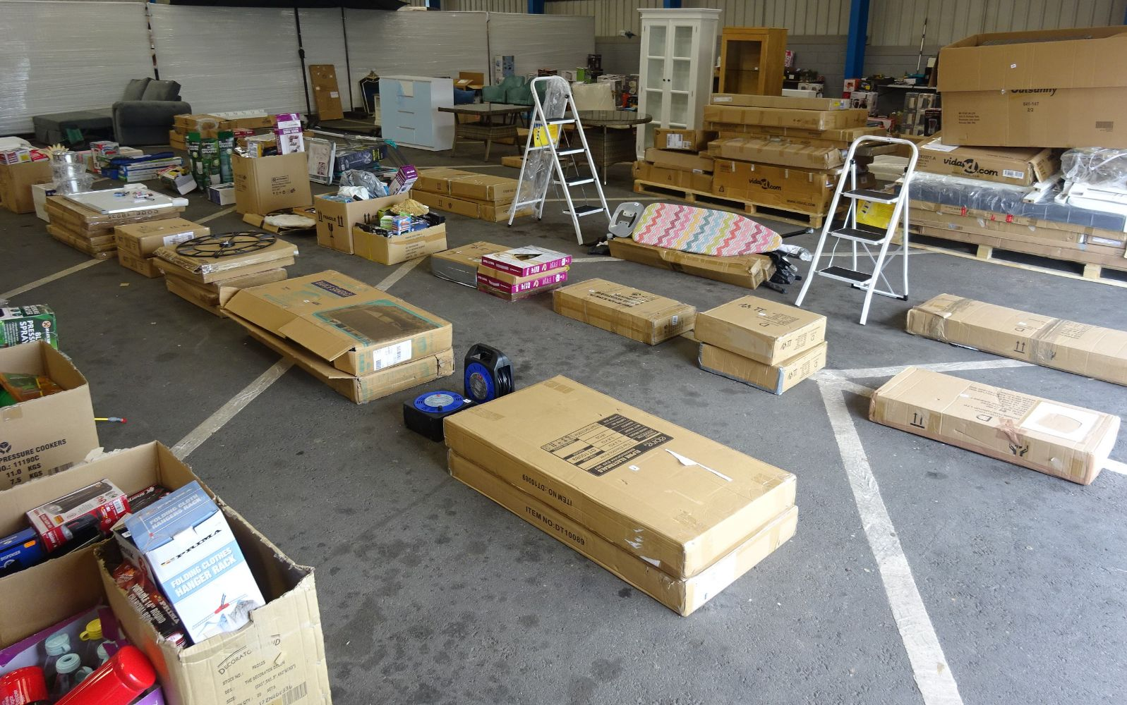 Pallets & Boxes Of Raw Untested Customer Returns -  Tools, Kitchenware, Electricals, Lighting, Indoor & Outdoor Furniture . !!BIG BRANDS!!!!