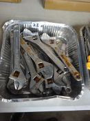 TRAY OF 10 ADJUSTIBLE MED SPANNERS (SLIGTHY RUSTY)