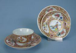 Koppchen, 2 Unterteller und Tellerchen, China, 19.Jh.