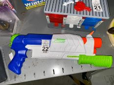 NERF SUPER SOAKER GUN