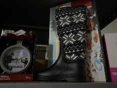 PAIR OF SIZE 36 NEW LADIES WELLIES