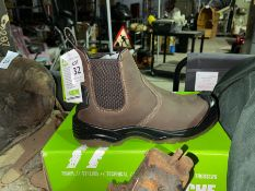 PAIR OF NEW APACHE SIZE 42 WORKBOOTS