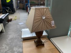 DECORATIVE TABLE LAMP WITH DIAMONTE SHADE