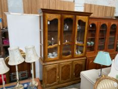 4 DOOR DISPLAY SIDEBOARD CABINET
