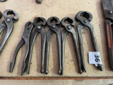 LOT OF 5 TOOLS (MOST PINCERS)