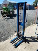HIGH LIFT PALLET TRUCK (BLUE) (WORKING) (HAMMER VAT ON THIS ITEM)