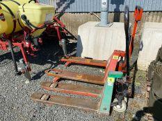 GREEN PALLET TRUCK (WORKING) (4) (HAMMER VAT ON THIS ITEM)
