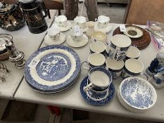 22X ASSORTED PIECES OF BLUE & WHITE DELPH