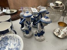 5X ASSORTED ORIENTAL BLUE & WHITE ORNAMENTS