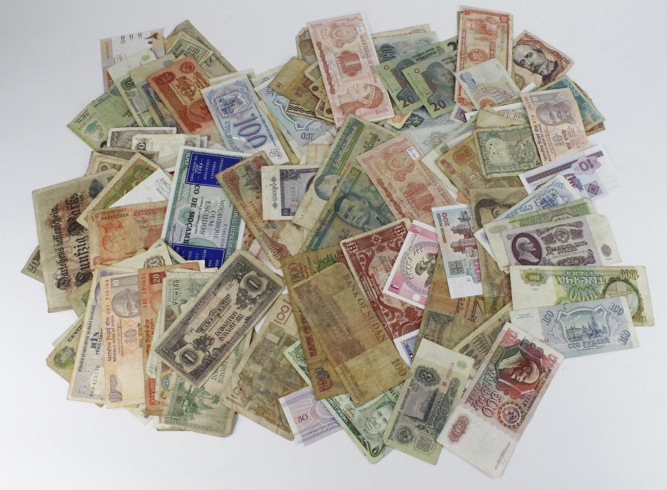 World (500+), large group in shoebox, some duplication, mixed grades - Image 3 of 3