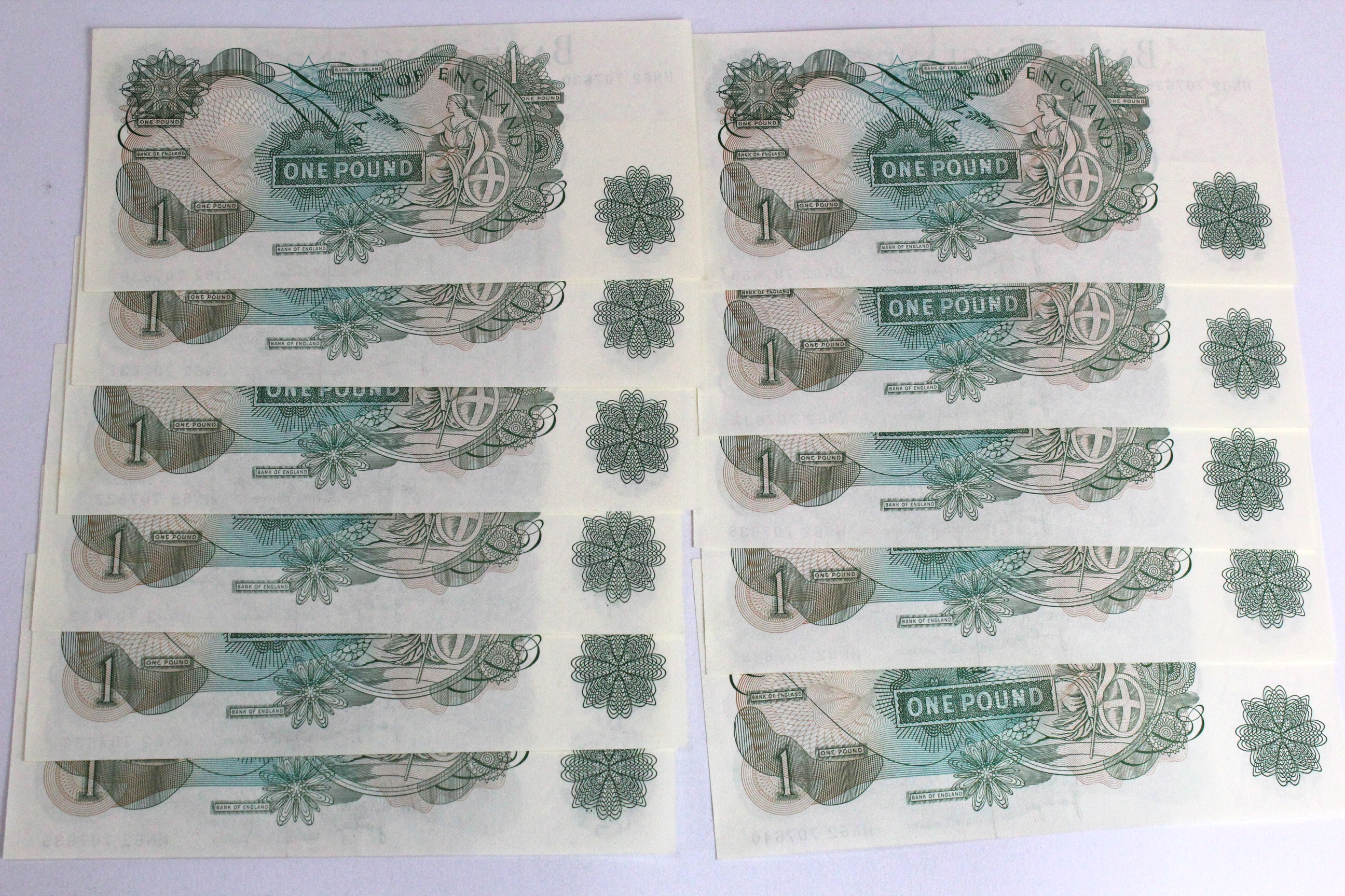 Page 1 Pound (11) issued 1970, a consecutively numbered run of 11 notes serial HN62 707630 - HN62 - Image 2 of 2