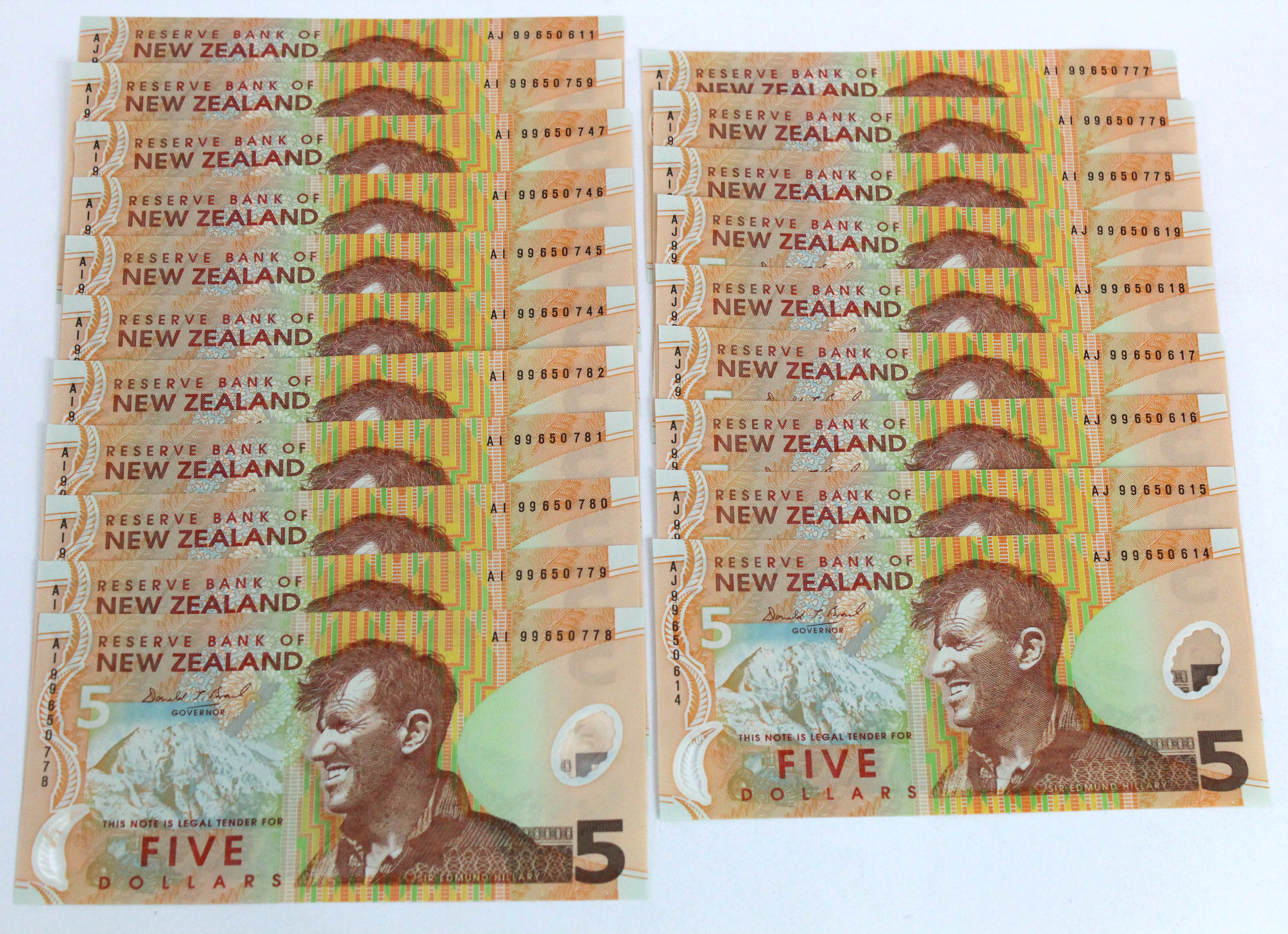 New Zealand 5 Dollars (20) issued 1999, Polymer issue signed D.T. Brash, in consecutively numbered