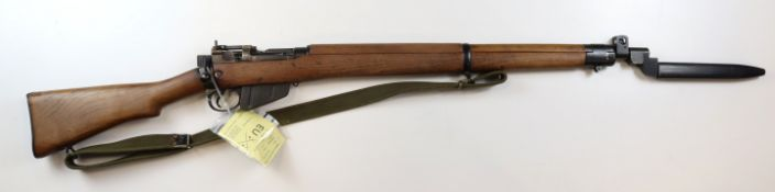 WW2 pattern .303 Lee Enfield No4 Service Rifle complete with sling and a No9 bowie bladed (VGC)
