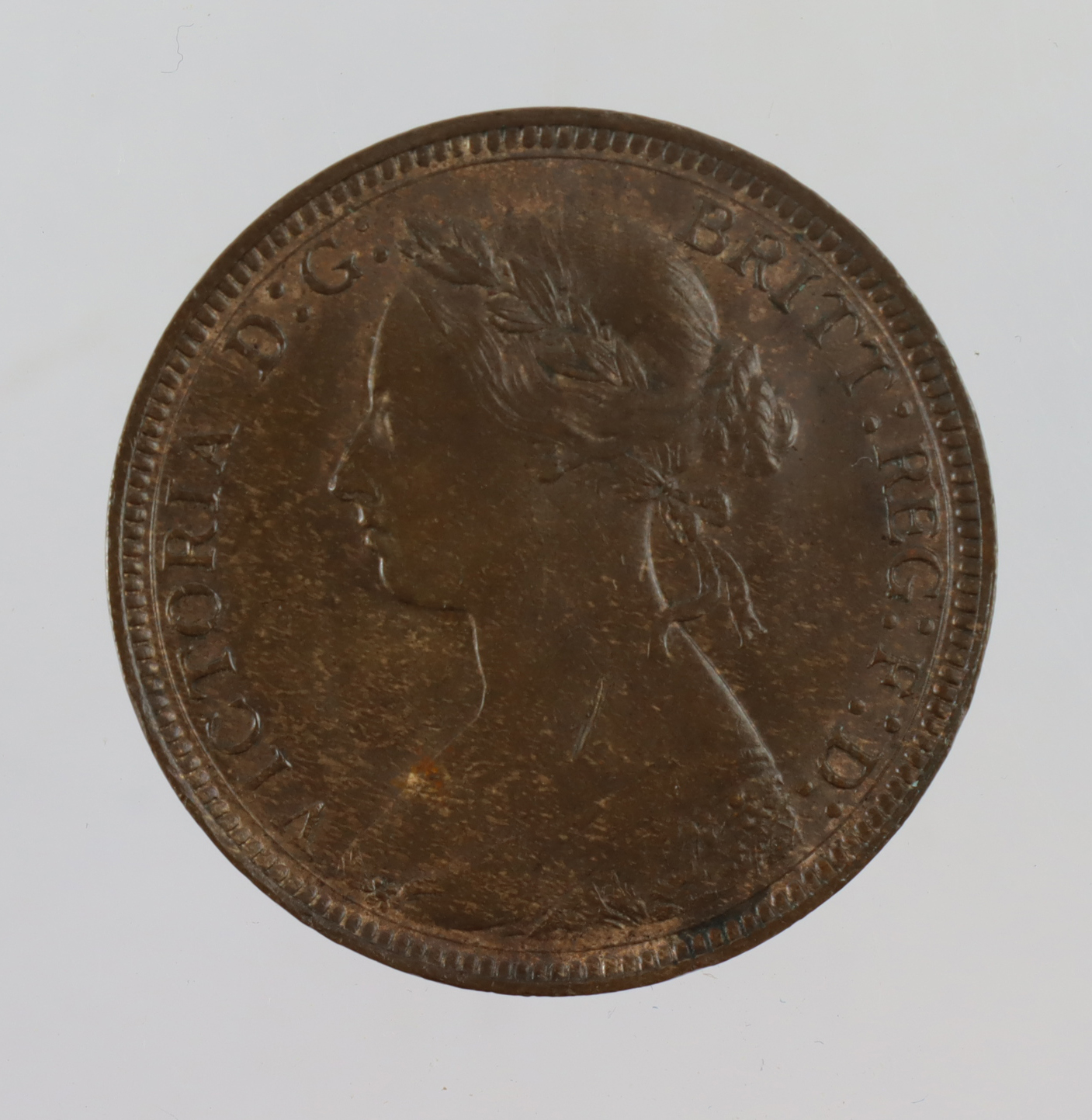 Halfpenny 1885 GEF trace lustre, small scratch obv.