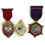 Masonic - (2x) silver medals and 1x silver badge comprising Chapter of Loyalty No. 897 Centenary