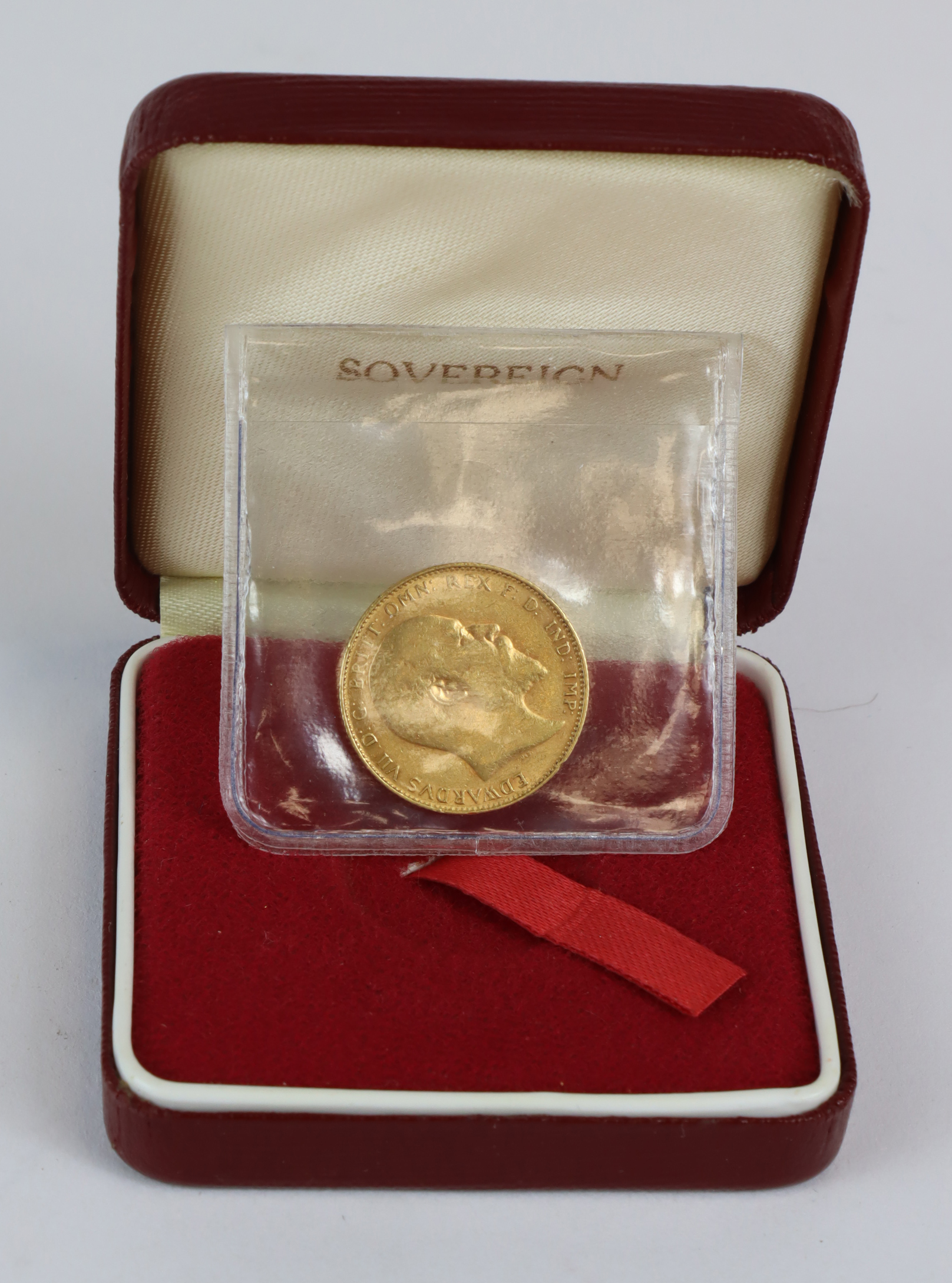 Sovereign 1910 VF, tiny edge nick, with a modern case.