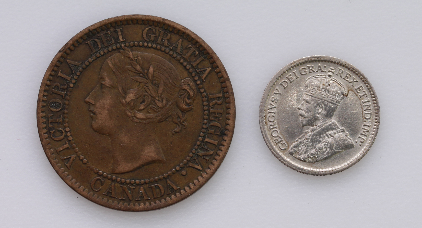 Canada (2): 5 Cents 1915 nEF, and One Cent 1858 medal alignment, VF