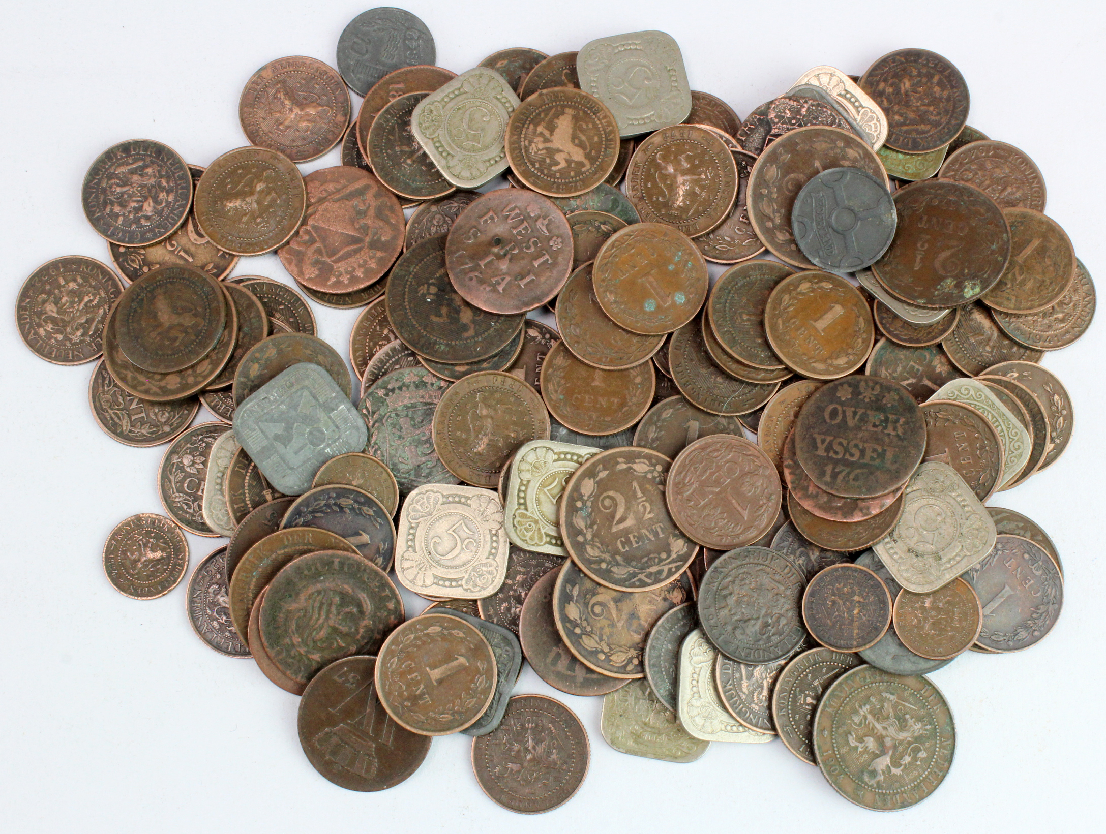 Netherlands (131) 18th to 20thC base metal coinage, mixed grade.