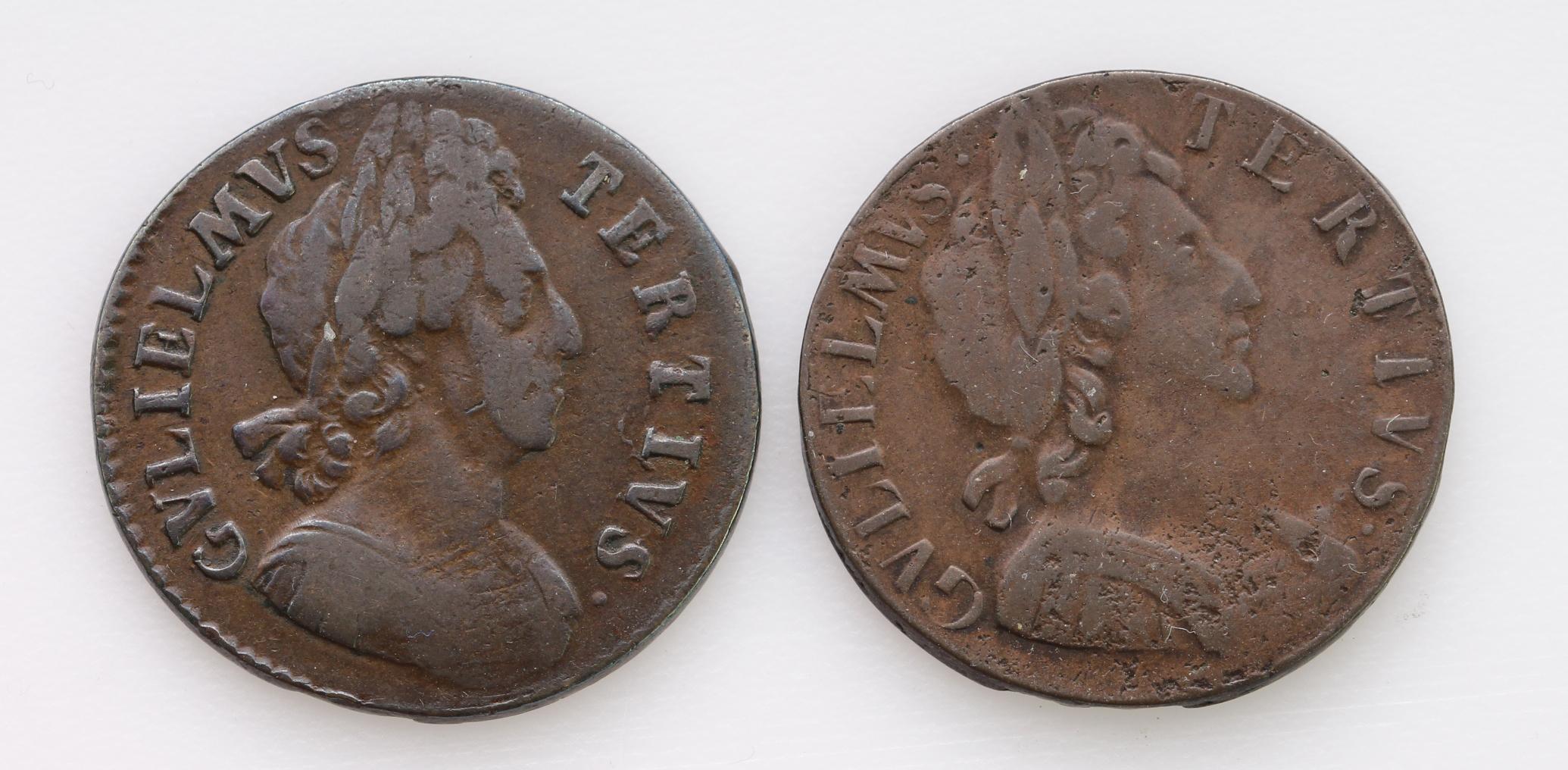 Halfpennies (2) William III: 1698 date in legend, nF, and 1699 date in exergue, Fine.