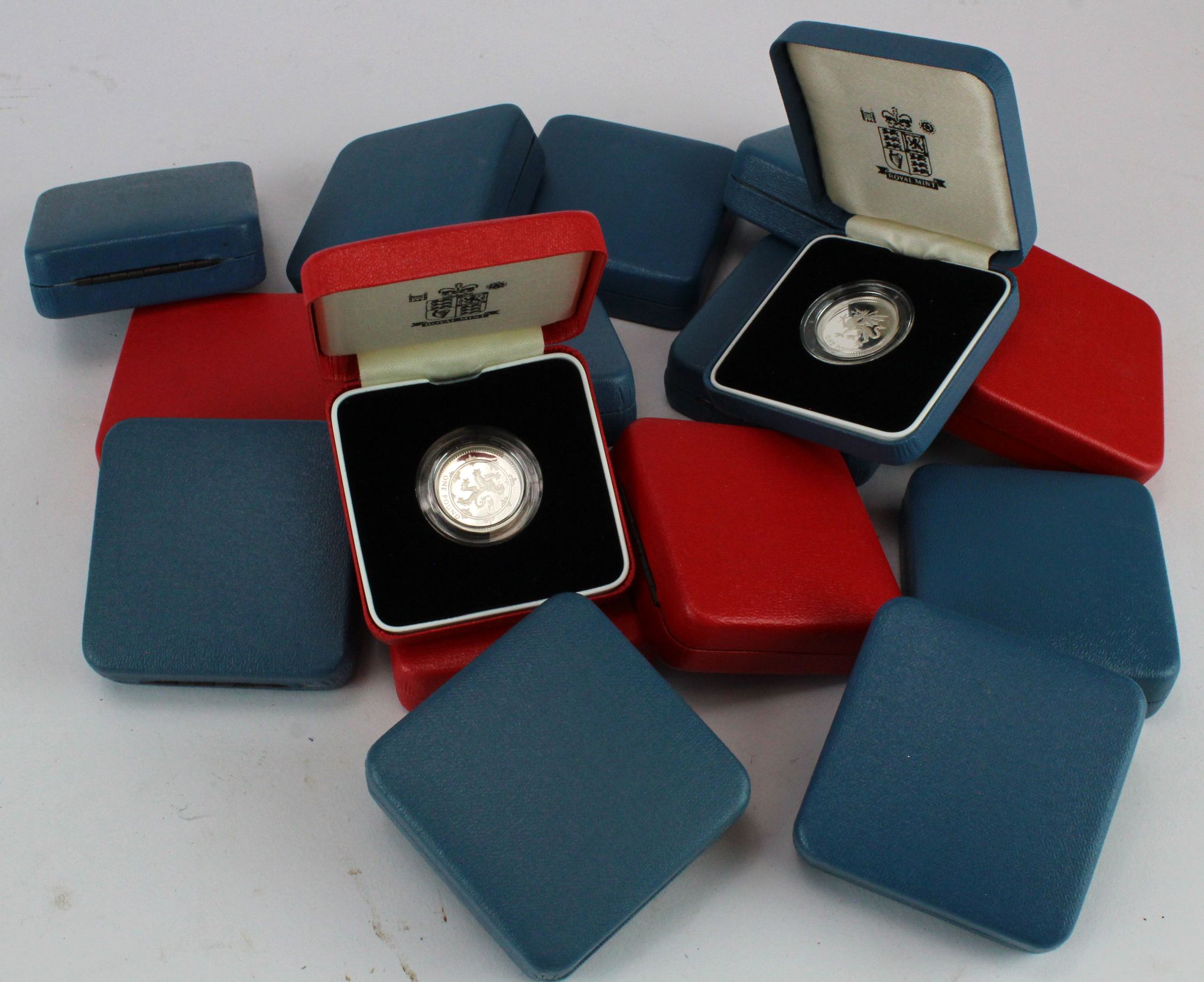GB Silver Proof One Pounds (16) Standard 1988, 90, 91x2, 94, 95, 99, 2000, 2001 x2 & 2002. Piedforts