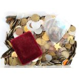 Tokens, Medallions & Misc., a large accumulation of exonumia including toy money, repros, gaming
