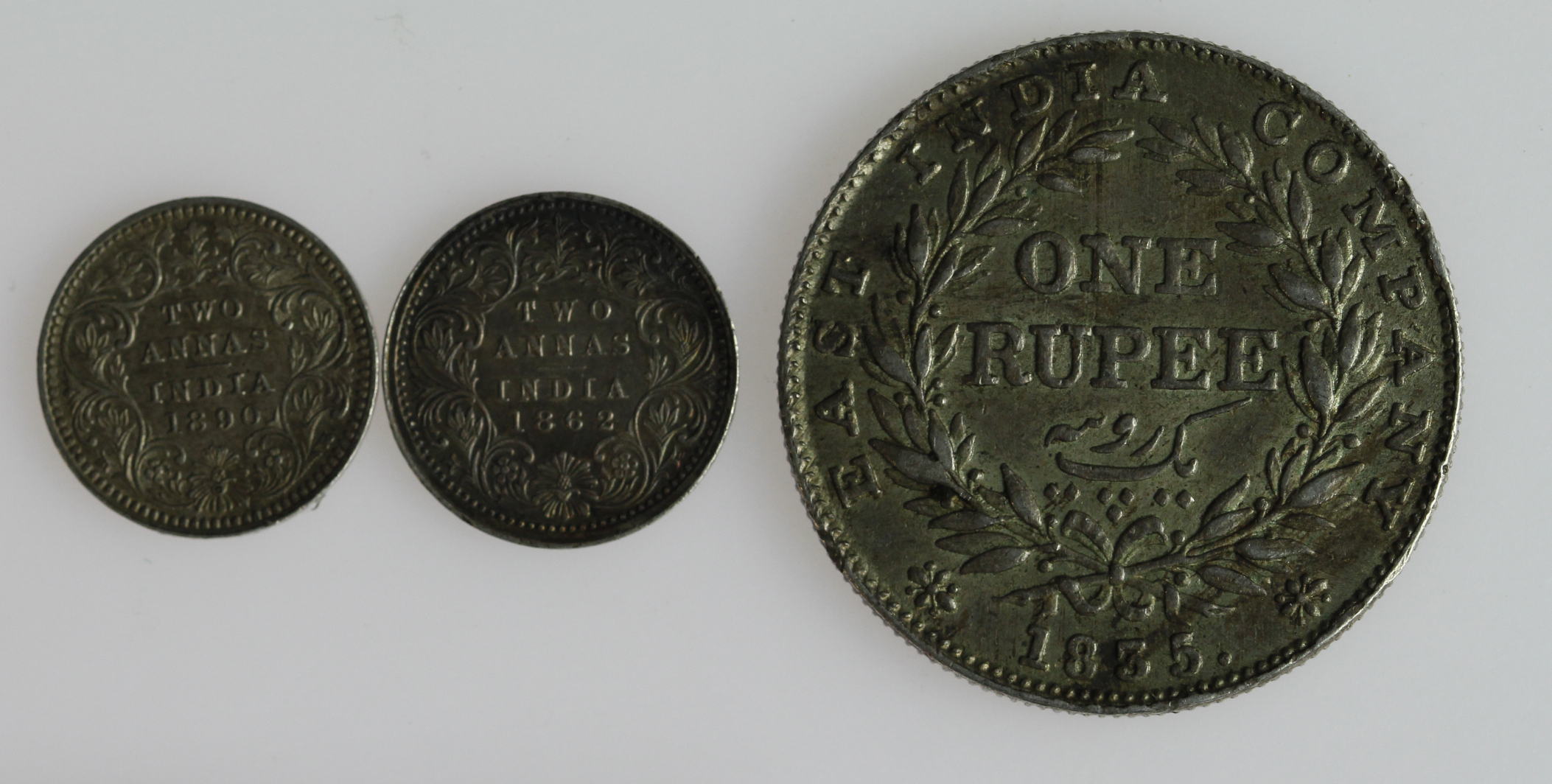 India (3): William IV EIC Rupee 1835 no initials on truncation, toned GVF, along with 2x Queen - Image 2 of 2