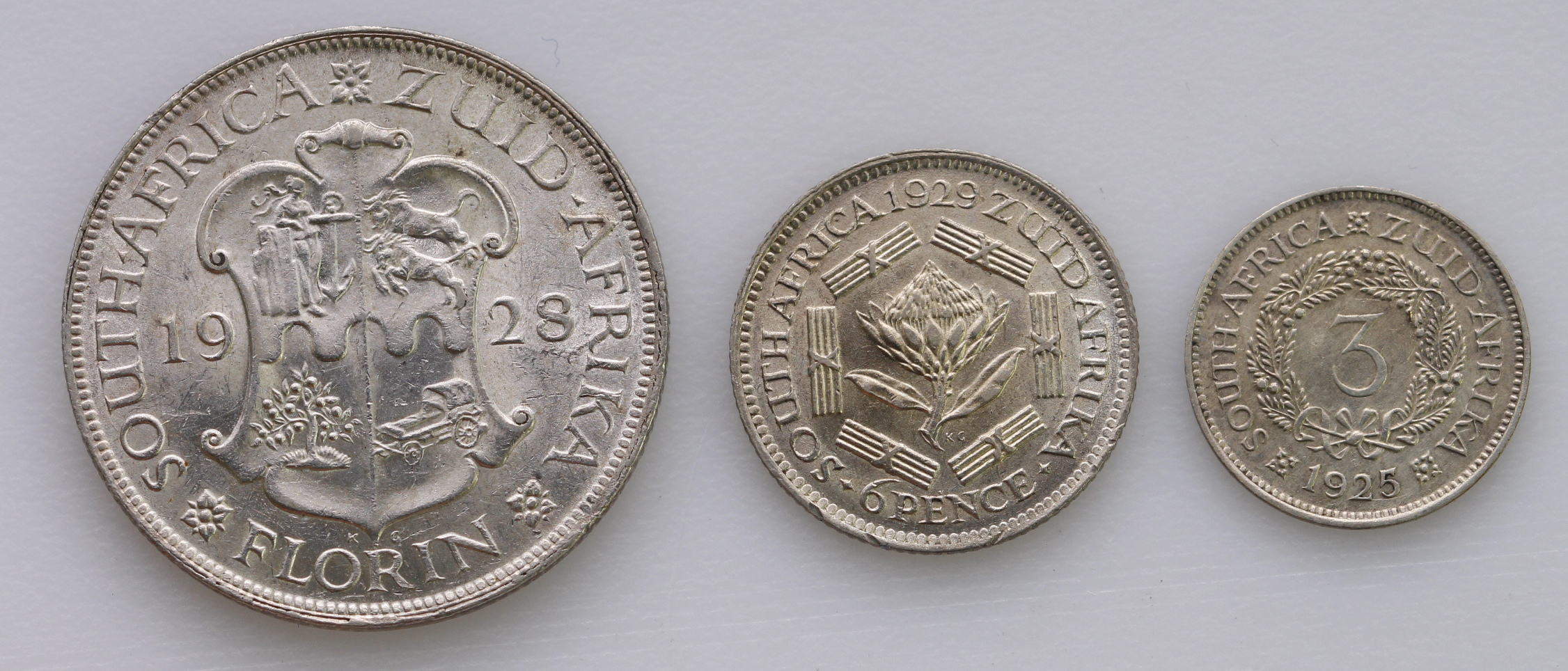 South Africa (3): Florin 1928 aEF, Sixpence 1929 EF, and Threepence 1925 wreath type VF, light - Image 2 of 2