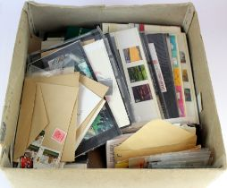 GB - box with an accumulation of UM decimal stamps, loose material stuffed into envelopes, Pres