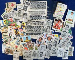 Trade cards, Football, a quantity of loose trade cards inc. Esso Squelchers, Barratt's, Famous